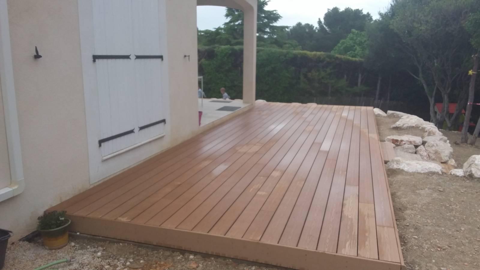 r alisation d 39 une terrasse composite sur plots pvc r glables rognac 13340 bouches du rh ne. Black Bedroom Furniture Sets. Home Design Ideas