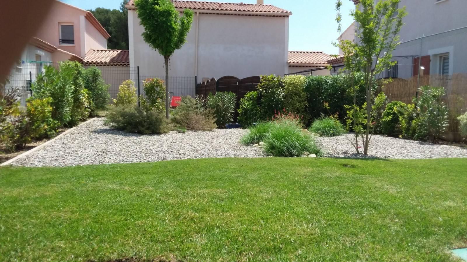 Amenagement Exterieur Jardin Avec Galets aménagement d'un petit jardin méditerranéen devant une