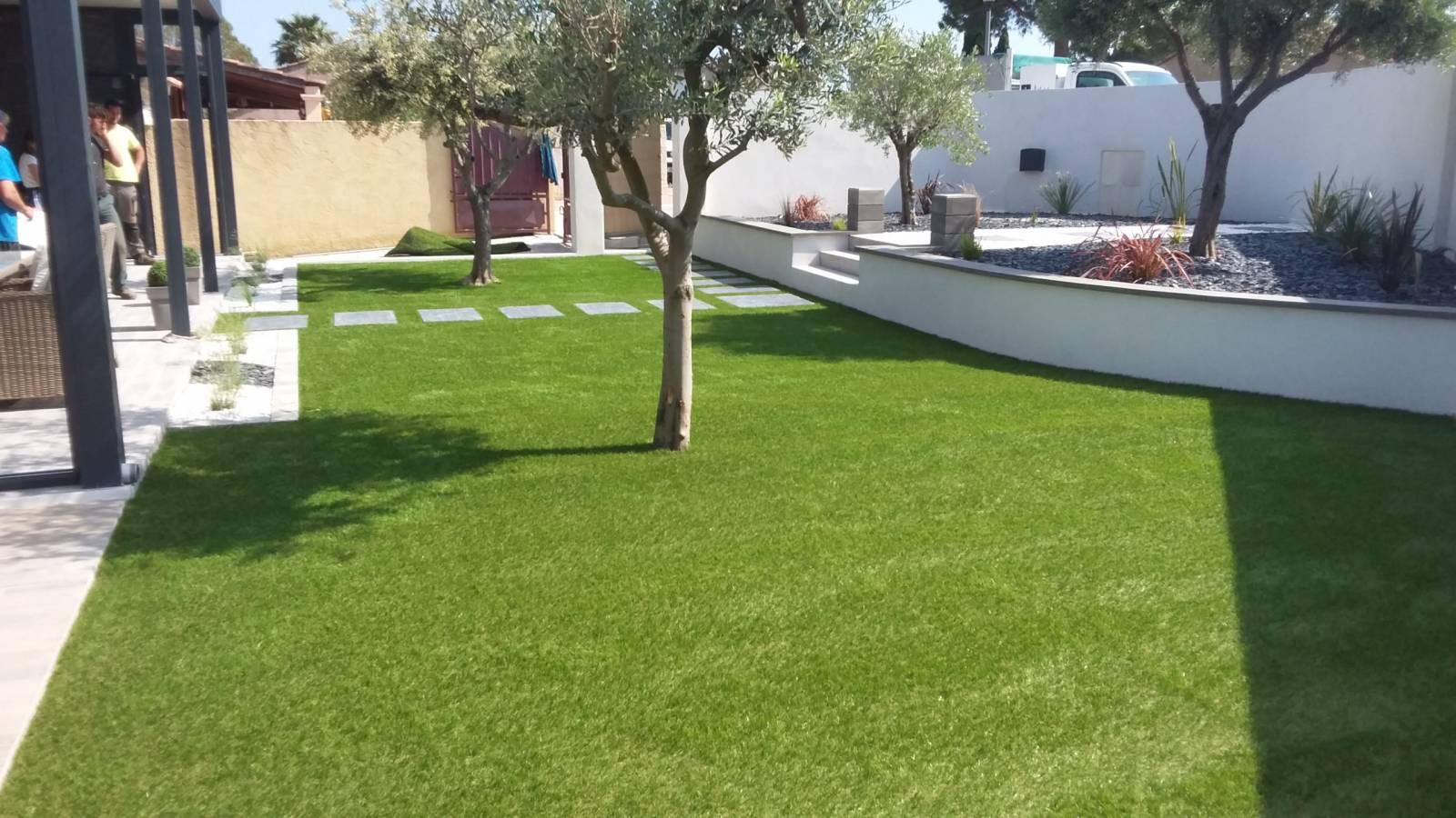 Aménagement d\'un petit jardin contemporain avec pose de ...