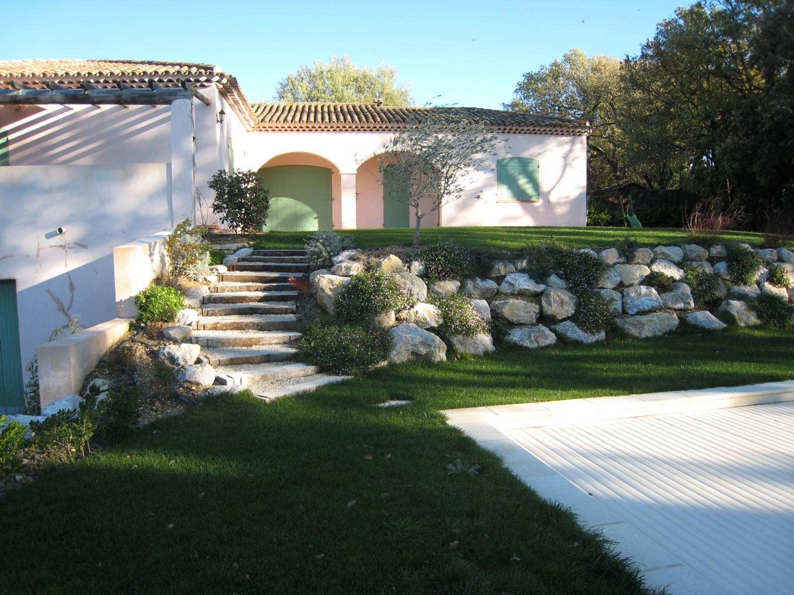 Enrochement velaux 13880 amenagement entretien paysager for Le jardin des 5 sens aix en provence