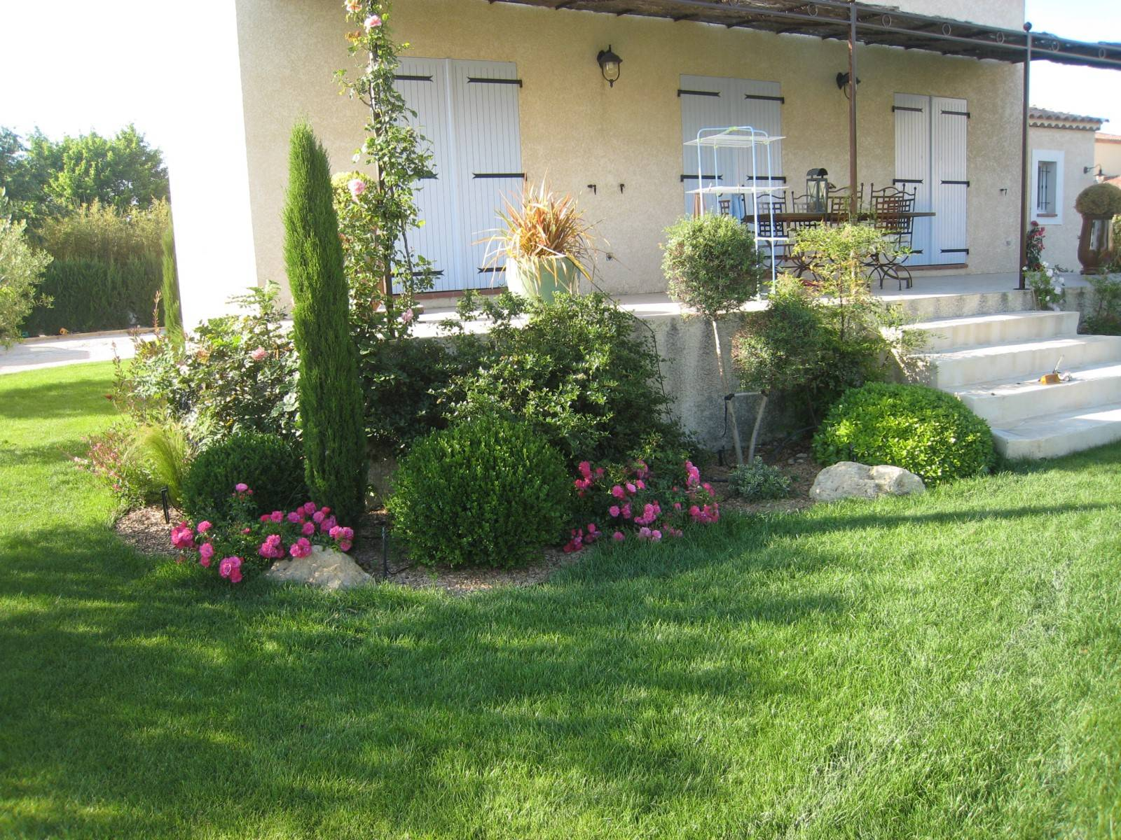 Cr ation d 39 un jardin proven al berre l 39 etang 13130 for Creation jardin provencal
