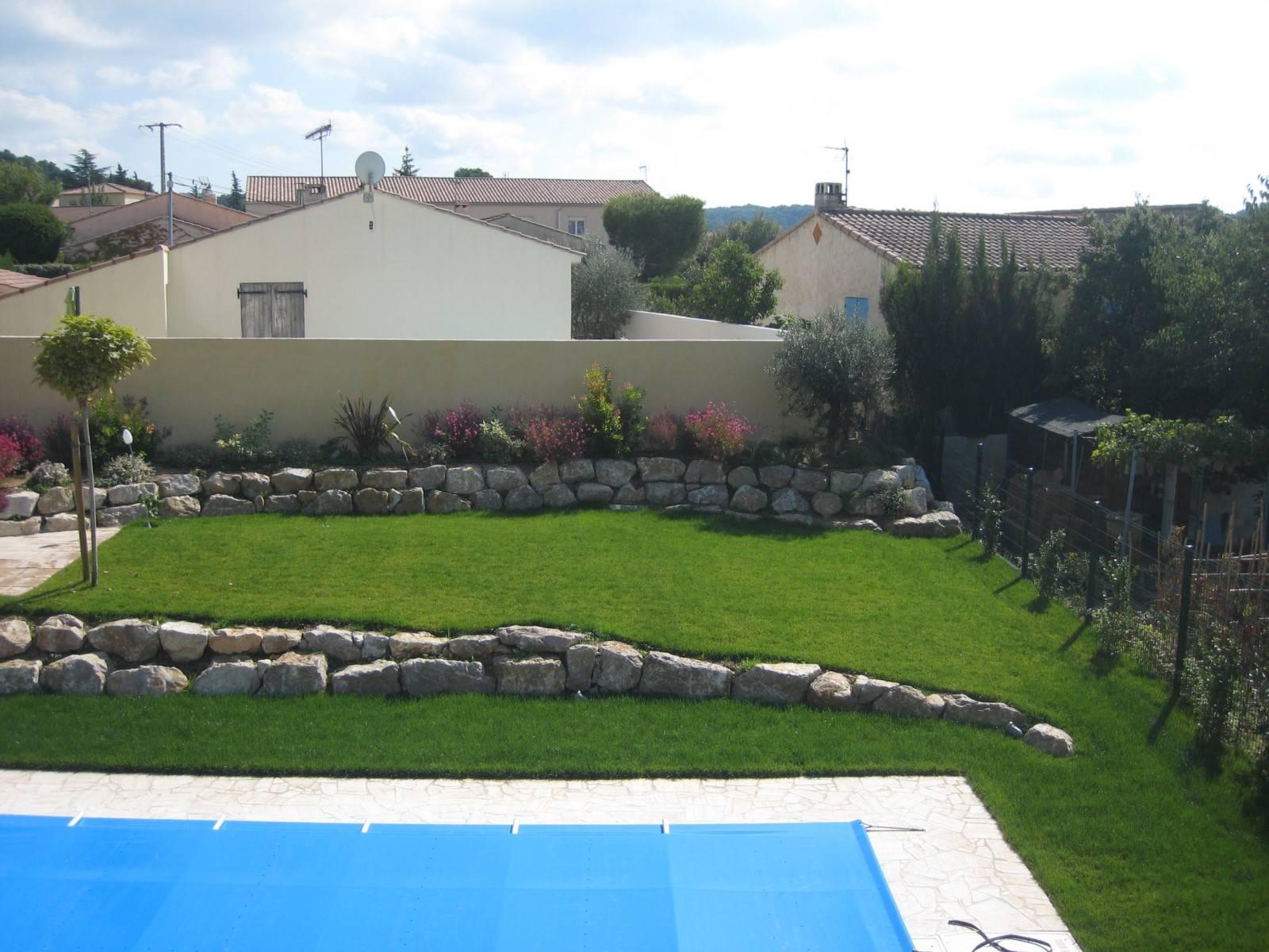 Aménagement d\'un jardin autour d\'une piscine à Velaux - AMENAGEMENT ...