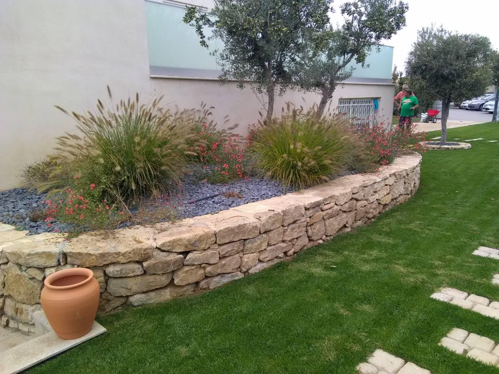 aménagement d'un jardin devant la maison à berre l'etang