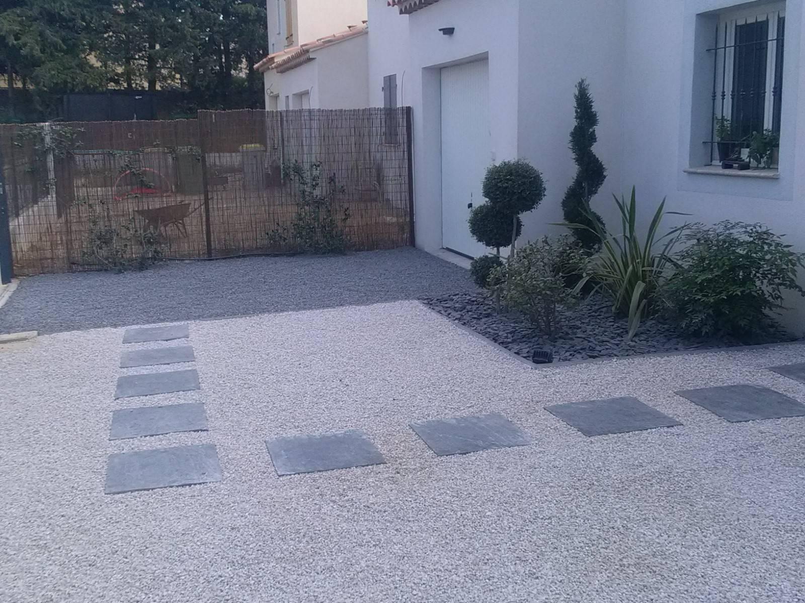 Gravier Autour De La Maison aménagement d'un jardin contemporain autour d'une villa avec